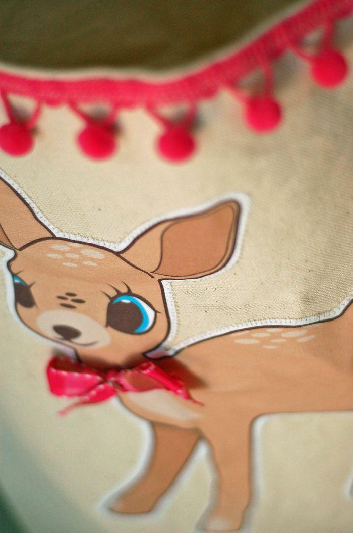Deer tote detail